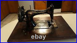 1900's Antique/Vintage Singer HandCrank Sewing Machine with case