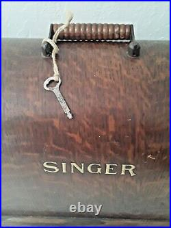 1916 SINGER HAND CRANK SEWING MACHINE 99 99K CASE KEY and Extras WORKS SMOOTH