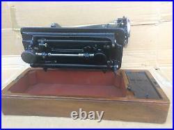 Beautiful Vintage Singer 201, 201K sewing machine