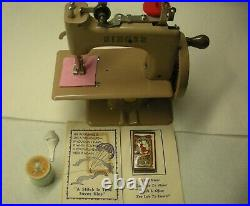 Excellent Little Singer SEWHANDY #20 Vintage 50's Child's Sewing Machine