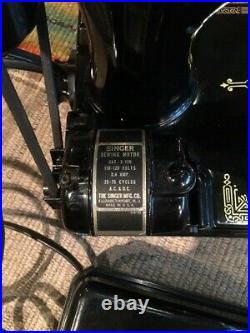 SINGER 221 Featherweight Sewing Machine 1952