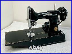 Singer 221 Featherweight Sewing Machine Early USA Model 1937 (221, not 221K)