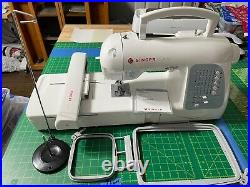 Singer Futura XL-400 Embroidery/Sewing Machine with Hyperfont Software