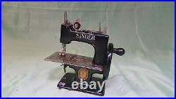 Singer Model 20-10 Sewing Machine Small Childs'Sew Handy' Machine