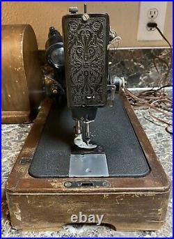 Singer Model 99 Sewing Machine 1942 Vintage + Case Accessories Works Pre-owned