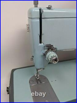 Singer Sewing Machine 347 Style-Mate, Turquoise, Includes foot Pedal, Manual