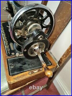 Singer Vintage 1939 Mechanical Sewing Machine Hand Crank