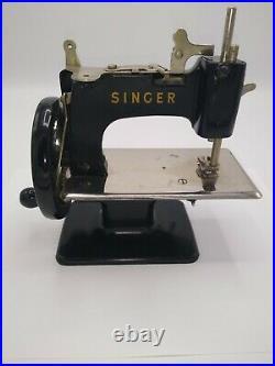 Singer Vintage Model 20 Childs Sewing Machine Hand Crank Antique Repair Parts