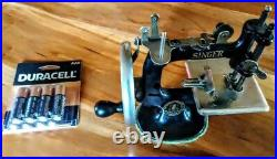 Vintage Real Operational Singer Sewing Machine Excellent Condition Works Well