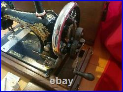 Vintage Singer 28K Hand Crank Sewing Machine Box Case & Accessories 1911 Model