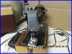 Vintage Singer Portable Sewing Machine Model 99k with Case, Light Pedal EK04875