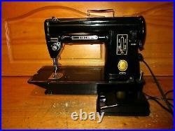 Vintage Singer Sewing Machine 301, Slant Needle, Serviced, Na063743