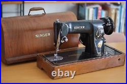 Vintage Singer Sewing Machine, With Original Case, Good Cosmetic Condition