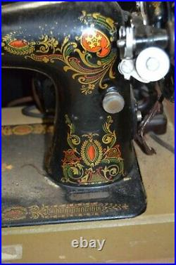 Vintage! Singer Sewing Machine with Decorative Pattern in Case